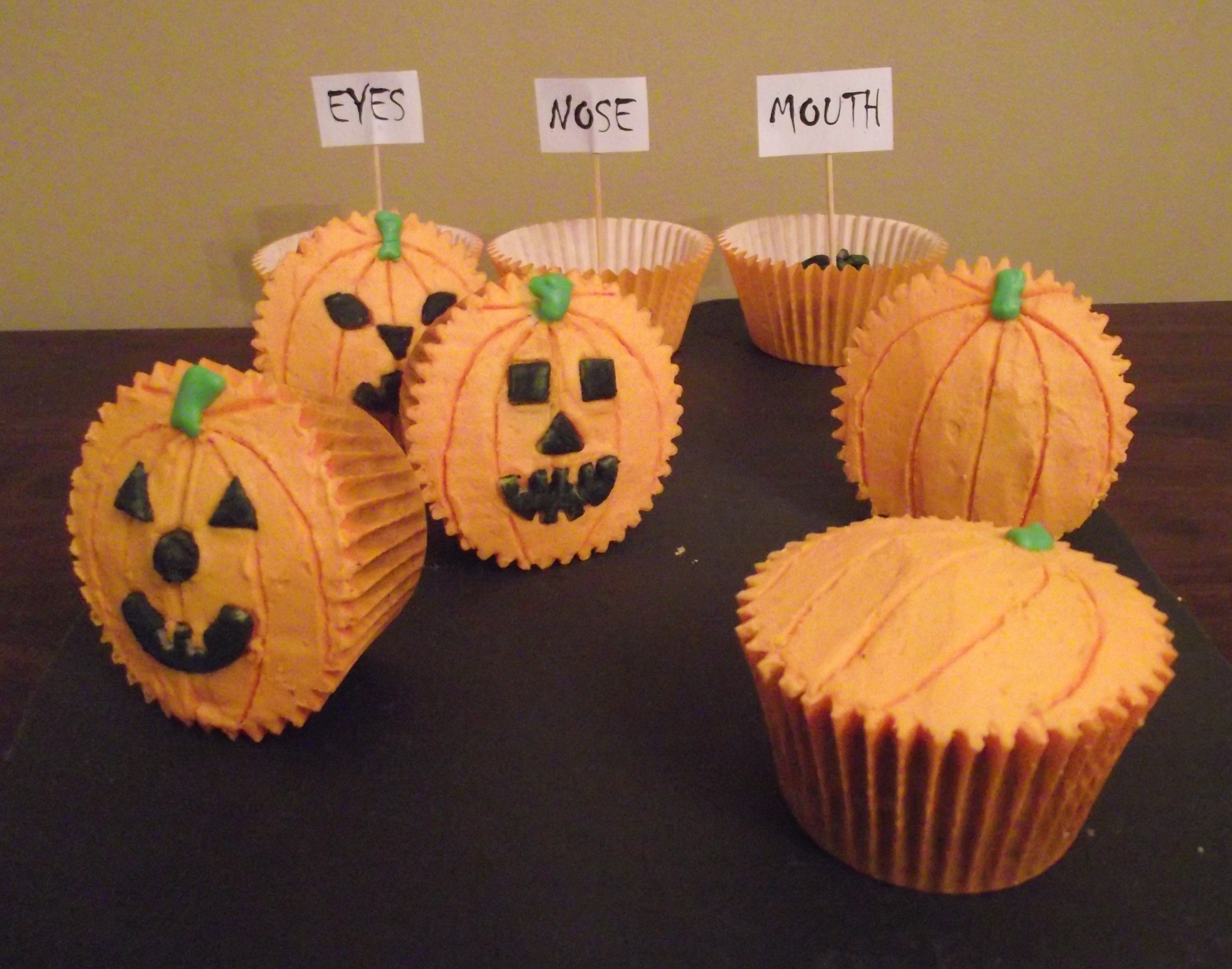 """Carve Your Own"" Pumpkin Cupcakes 
