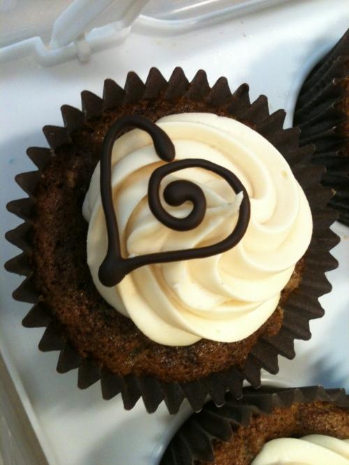 sticky toffee cupcake