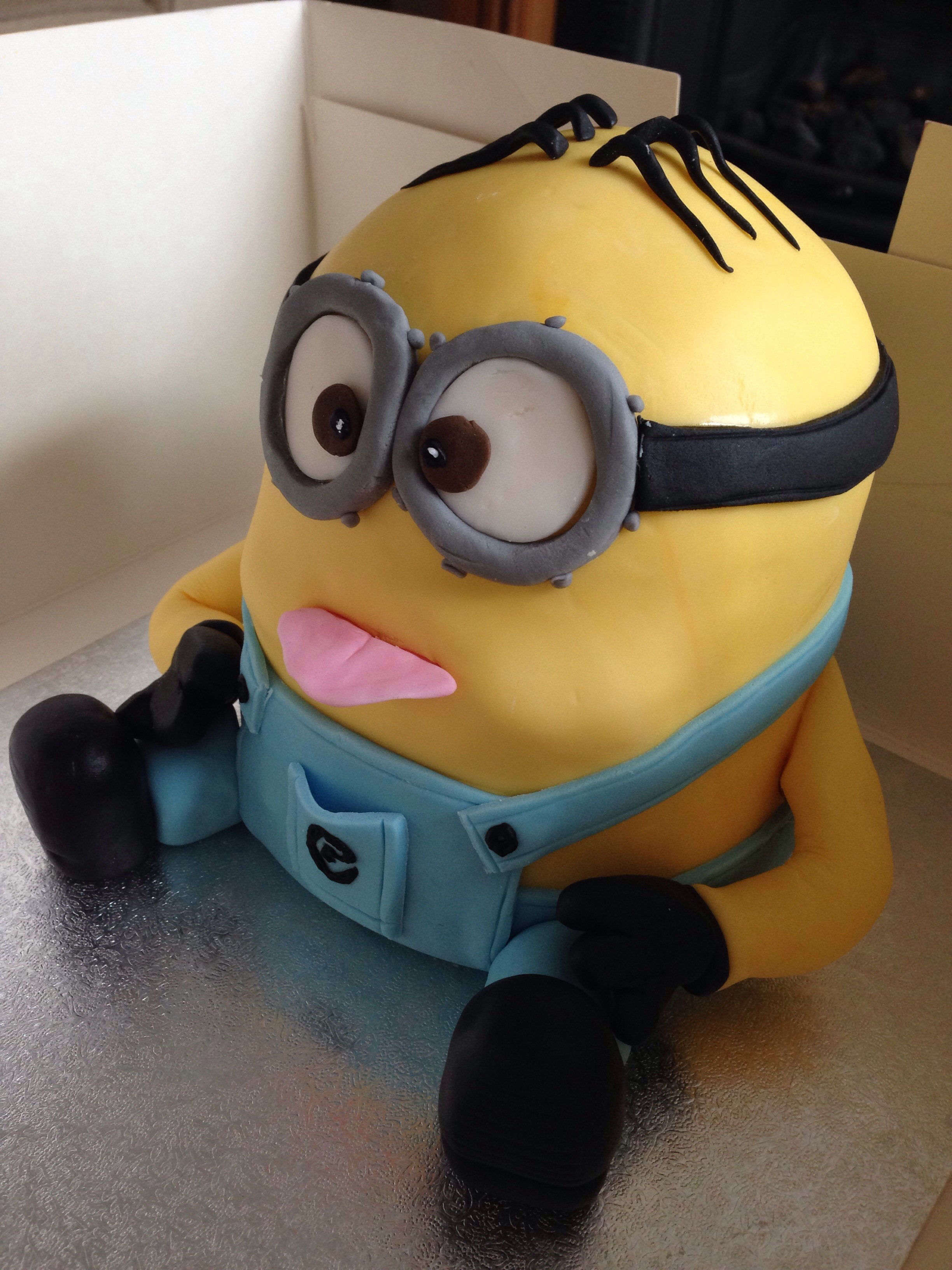 how to make a minion cake out of cupcakes