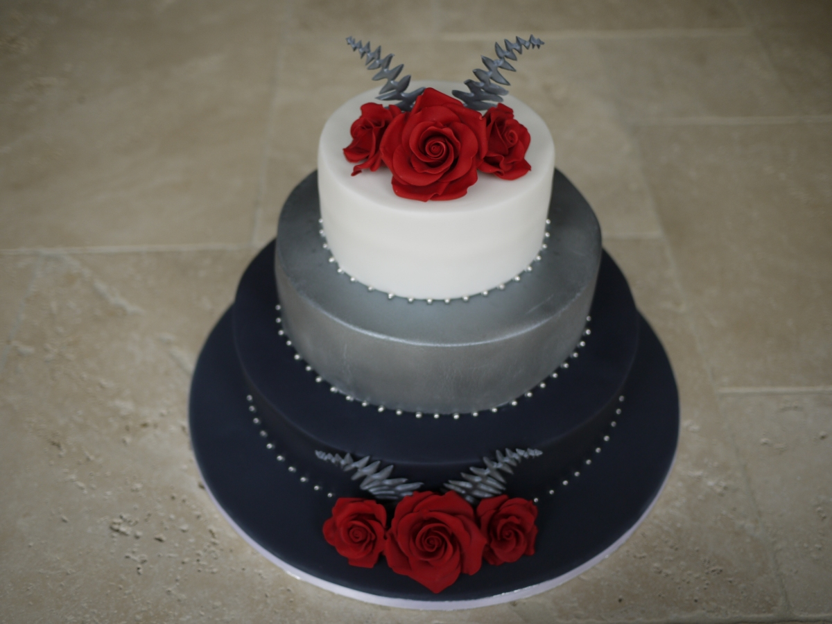 English Rose and New Zealand Fern Wedding Cake Gloverly ...