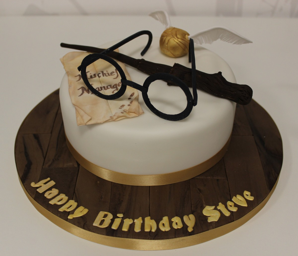 Cake Designs Harry Potter : Harry Potter Cake Gloverly Cupcakes